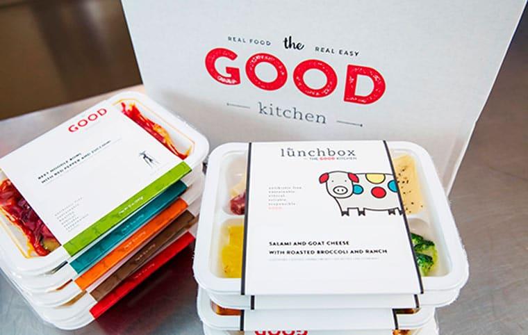 Piccoli pasti pronti confezionati per l'asporto o la consegna
