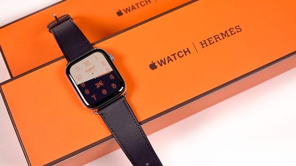 Apple Watch in scatola fondo e coperchio