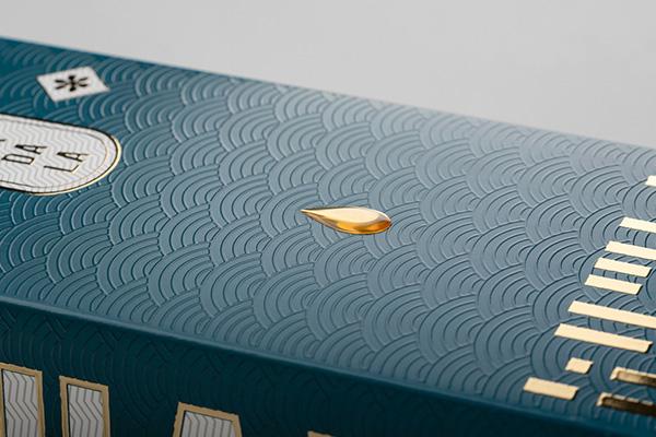 Dettaglio sulle finiture speciali della scatola Chakra Booster