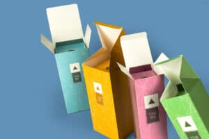 Boxes with bottle tube lock live as regular or Deluxe