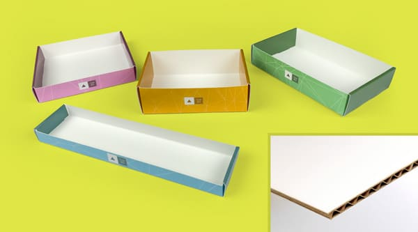 Self-assembly tray and detail on the corrugated cardboard