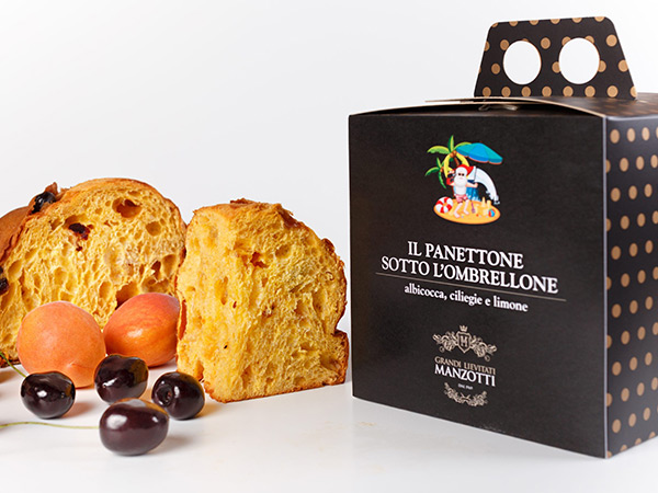 Box with a handle for fruity panettone